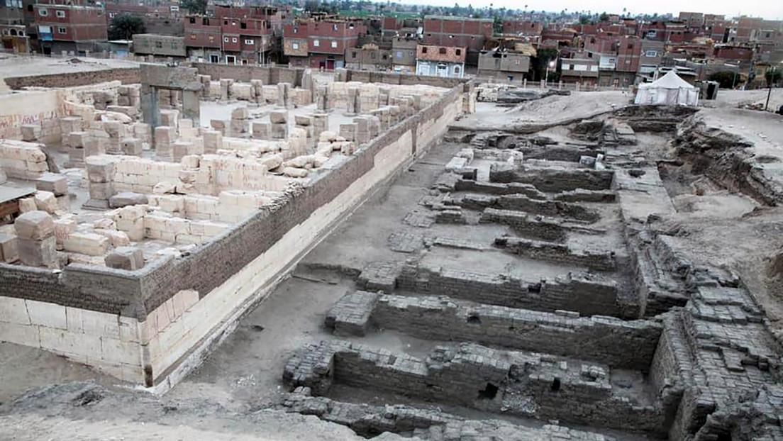 FOTO: Descubren depósitos en cimientos y almacenes en el templo de Ramsés II en Egipto