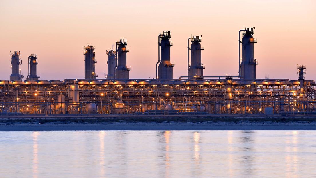 El petróleo vuelve a desplomarse, mientras la OPEP+ sigue discutiendo un acuerdo para reducir la producción