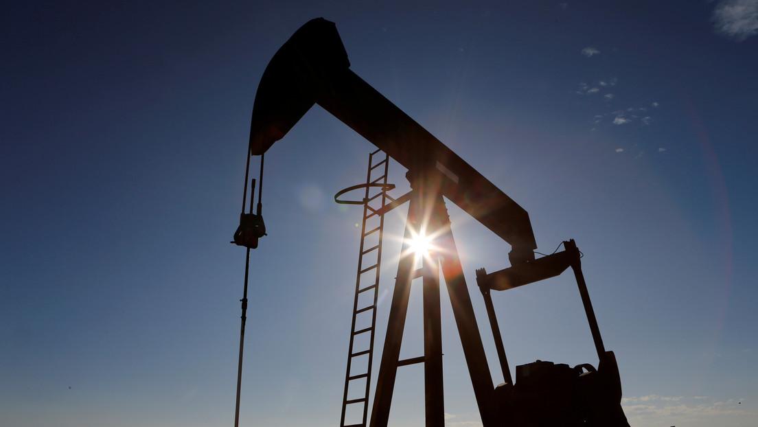 Reuters: La OPEP+ acuerda reducir la producción de petróleo en 10 millones de barriles diarios por un periodo de dos meses