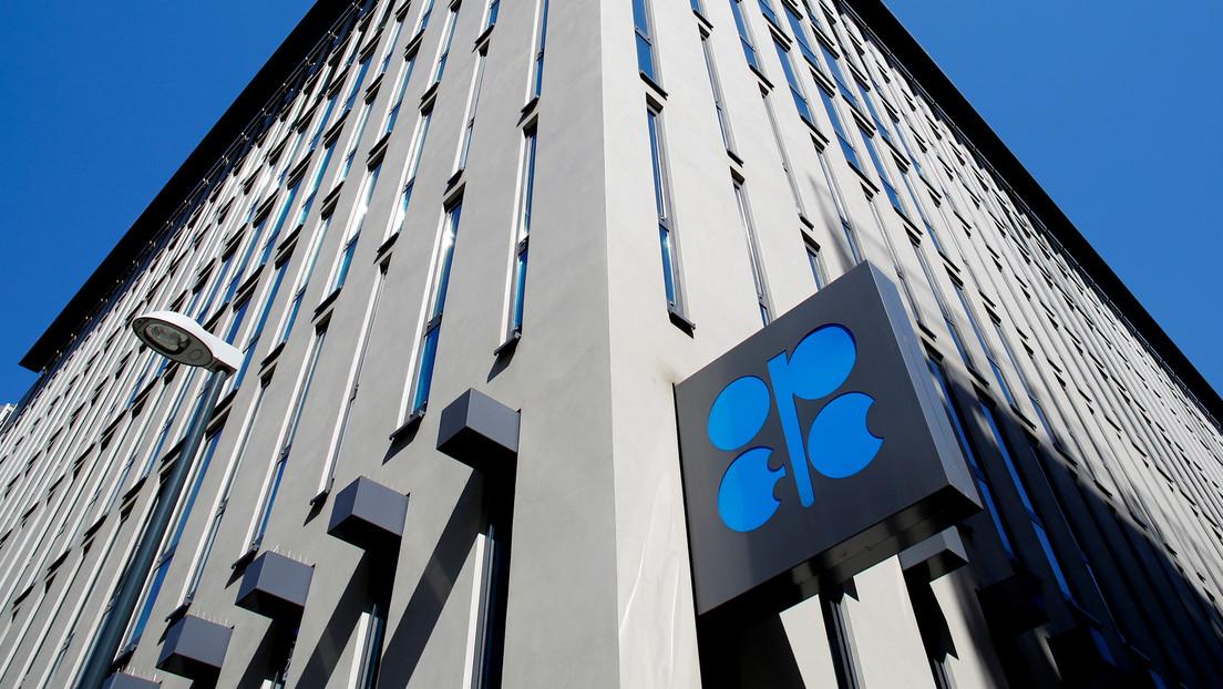 OPEP+ acuerda reducir la producción de petróleo