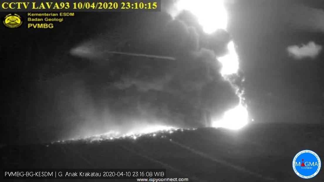 VIDEOS: Entra en erupción el legendario volcán Krakatoa en Indonesia