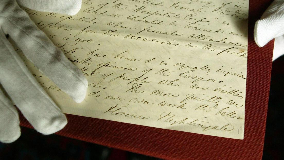 Ordena unos viejos papeles en su casa y encuentra una valiosa carta de una mujer legendaria