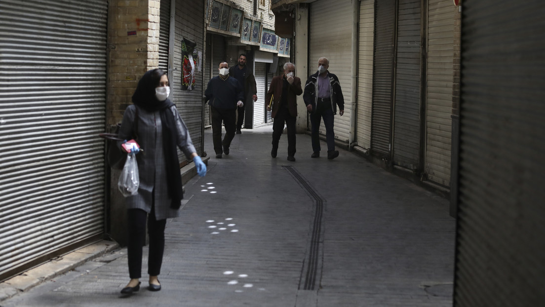 Las muertes por coronavirus en Irán caen por primera vez en un mes por debajo de 100 al día
