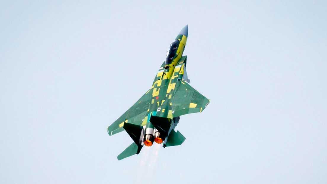 """VIDEO: La versión más avanzada del caza estadounidense F-15 realiza un vuelo inaugural con un """"despegue vikingo"""""""