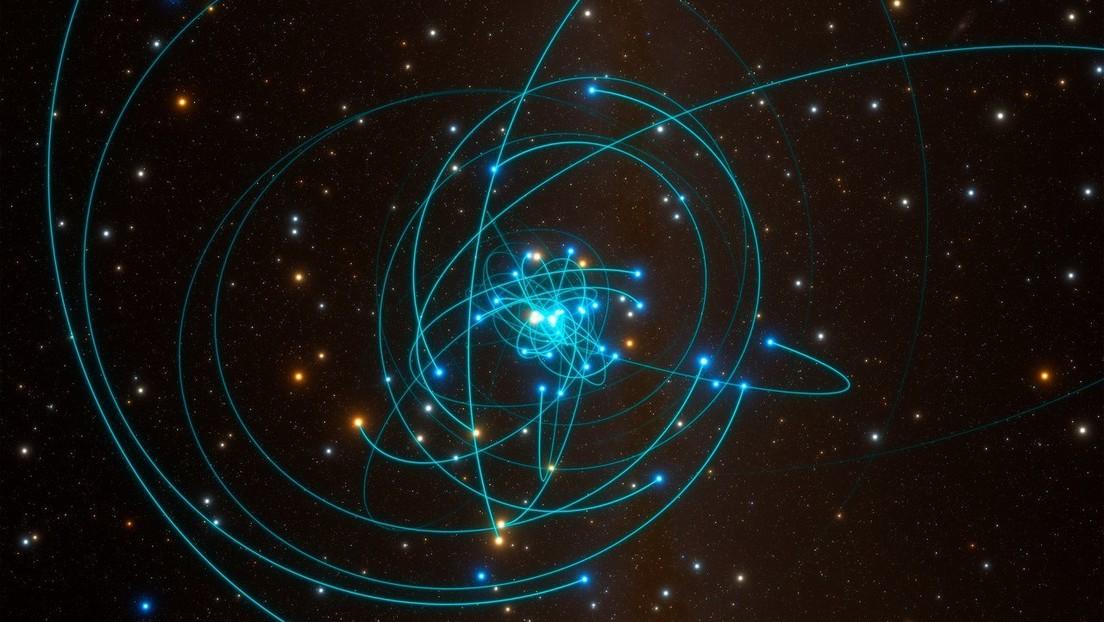 Observan un 'baile' estelar alrededor de un agujero negro supermasivo y demuestran que Einstein tenía razón