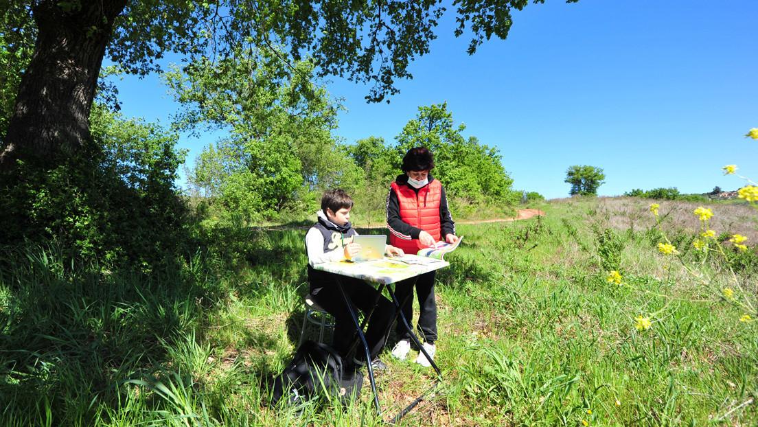 Un niño en Italia viaja cada día varios kilómetros para encontrar señal de Internet y poder estudiar