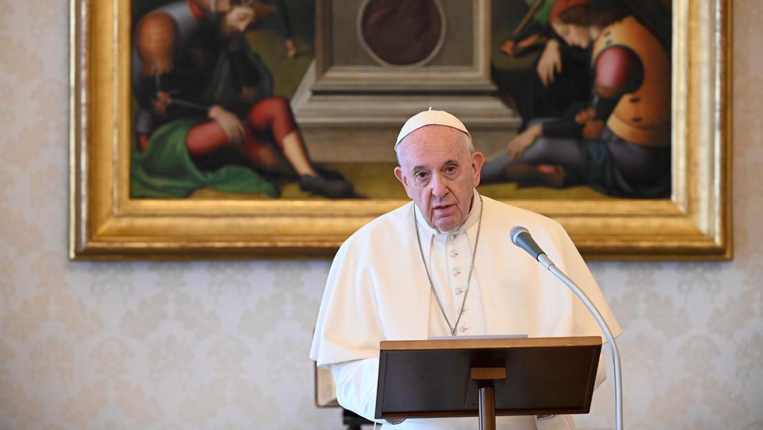 """El Vaticano censuró un video en el que el papa Francisco bromea y llama al whisky """"la verdadera agua bendita"""""""