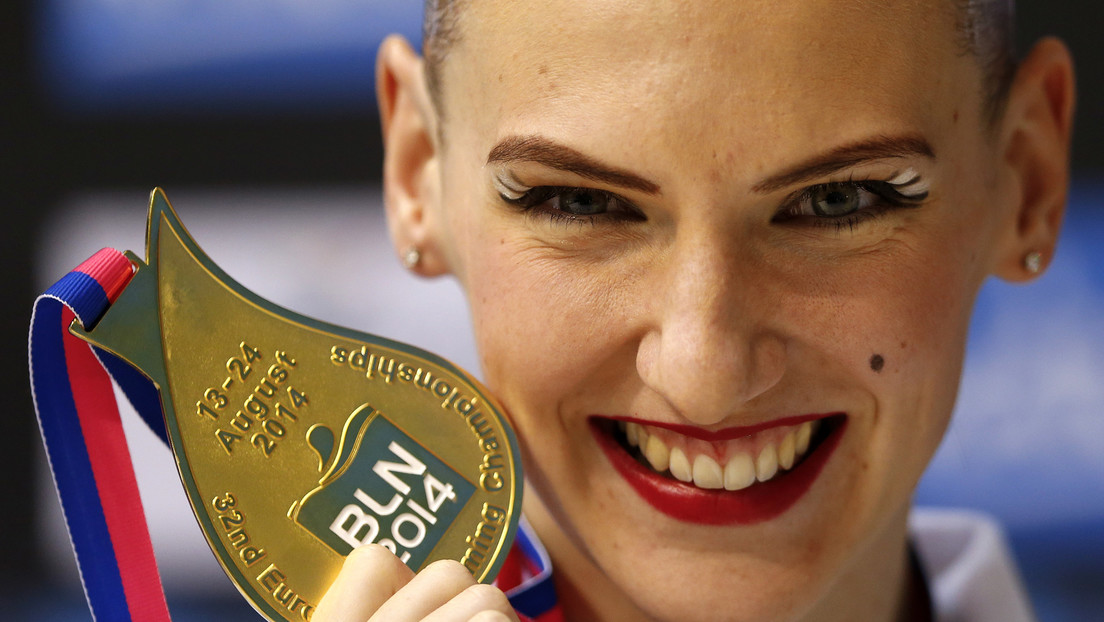 VIDEO: Medallista rusa de natación sincronizada muestra sus habilidades en plena cuarentena