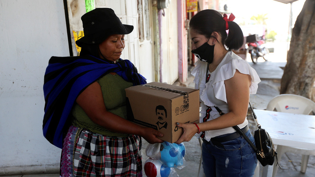 López Obrador critica la doble moral de los narcos que entregan comida en medio de la pandemia