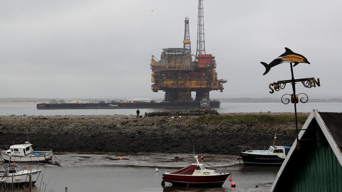 El precio del crudo Brent cae un 7,8 % y se sitúa en menos de 26 dólares por barril