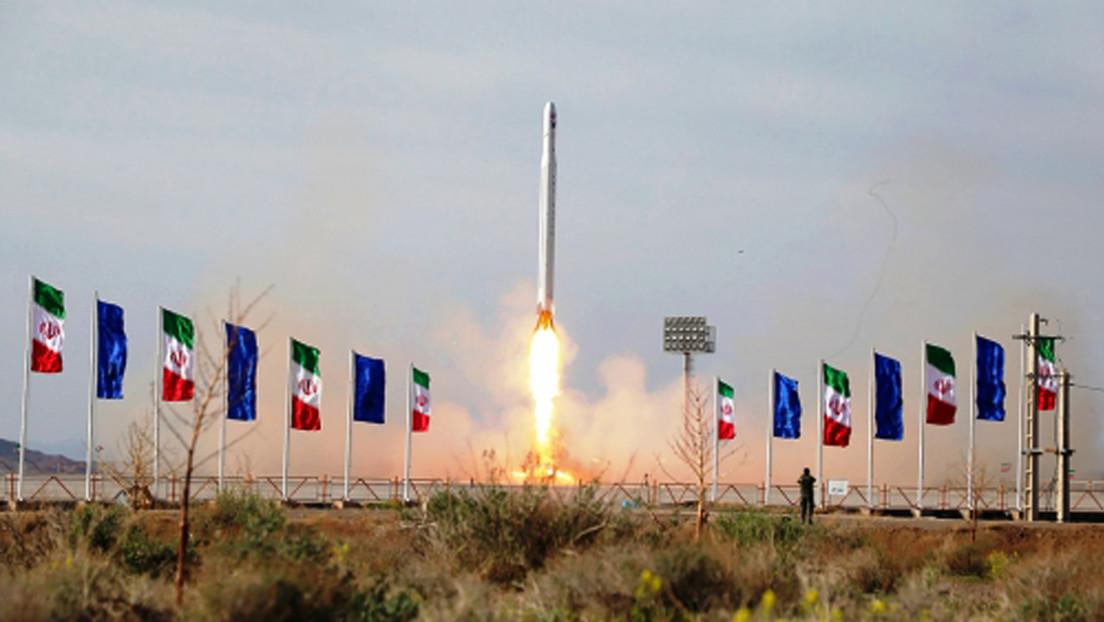 VIDEO: El momento exacto en que Irán lanza su primer satélite militar