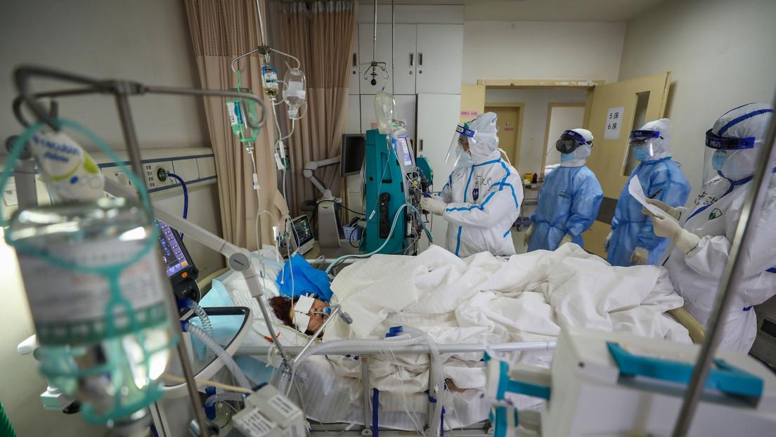 FOTO: La piel de dos médicos chinos que sobrevivieron al coronavirus se vuelve más oscura