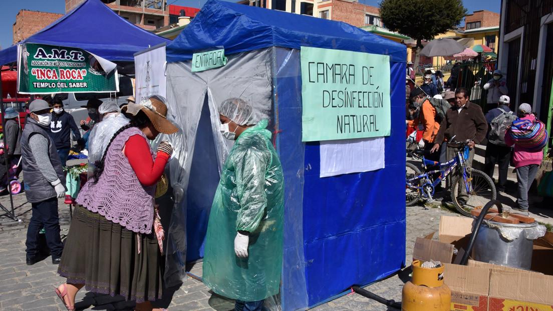 VIDEO: Bolivianos recurren a la medicina ancestral y crean cabina de desinfección a base de vapor de hierbas para prevenir el coronavirus