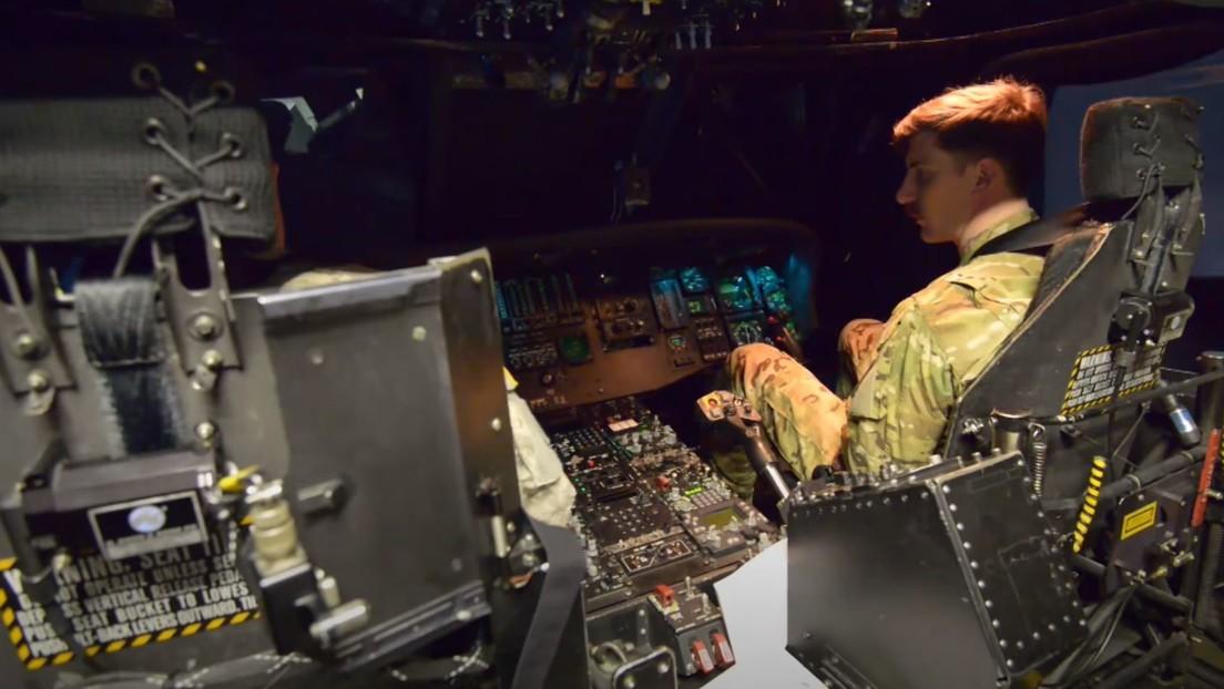 FOTO: Ejército de EE.UU. subasta un simulador del helicóptero UH-60 Black Hawk