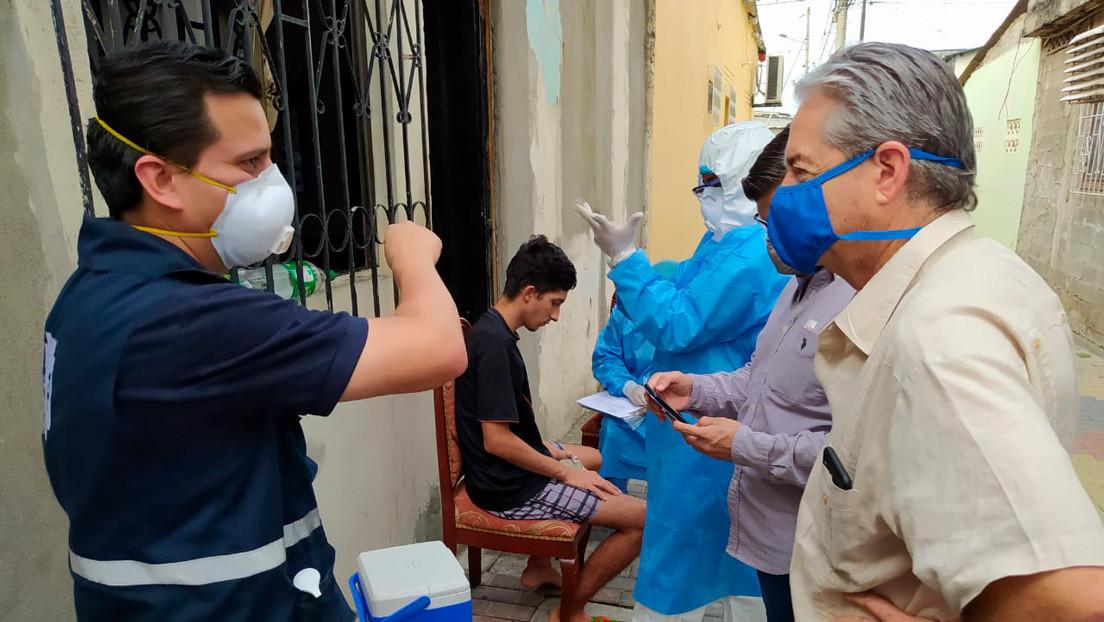 """Ministro de Salud de Ecuador dice que en Guayaquil están llegando a """"la meseta de la curva epidemiológica"""" de la pandemia del coronavirus"""
