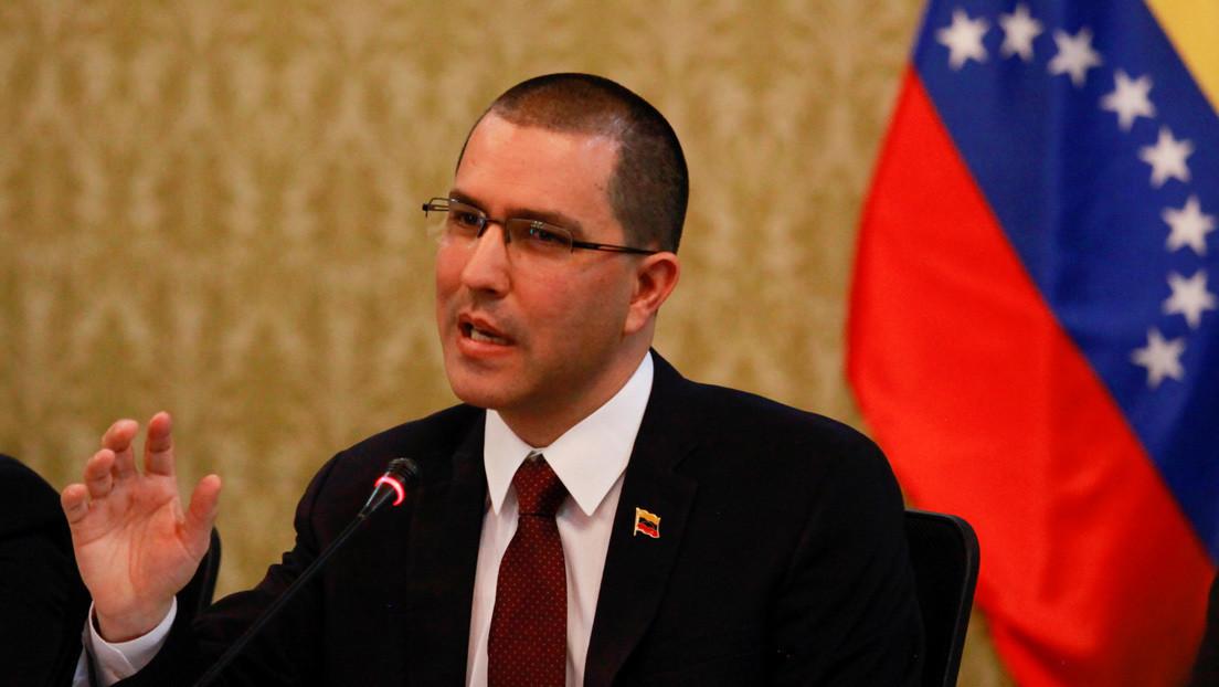 """Arreaza denuncia la """"contradicción"""" de EE.UU. por prometer """"máxima presión"""" contra Venezuela mientras niega la existencia del bloqueo"""