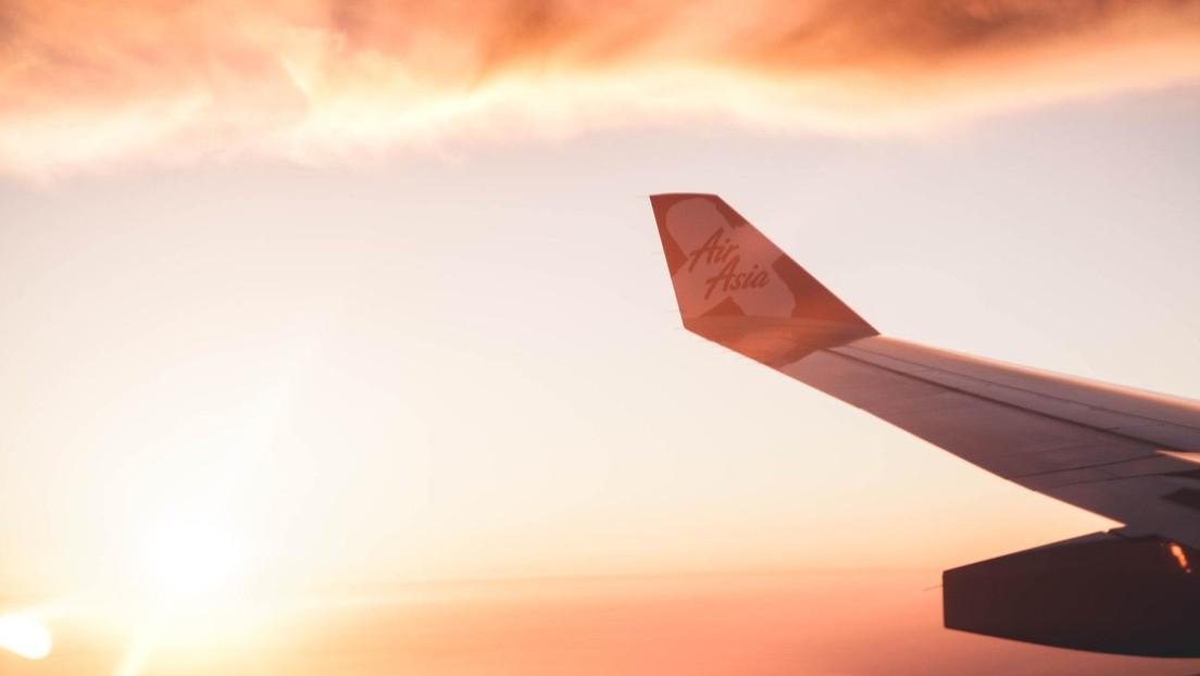FOTOS: Una aerolínea lanza un nuevo uniforme 'anticoronavirus' para sus azafatas