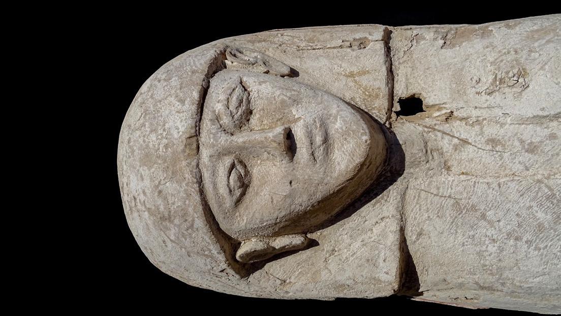 Hallan en Egipto la momia de una adolescente que vivió hace 3.600 años con su ajuar