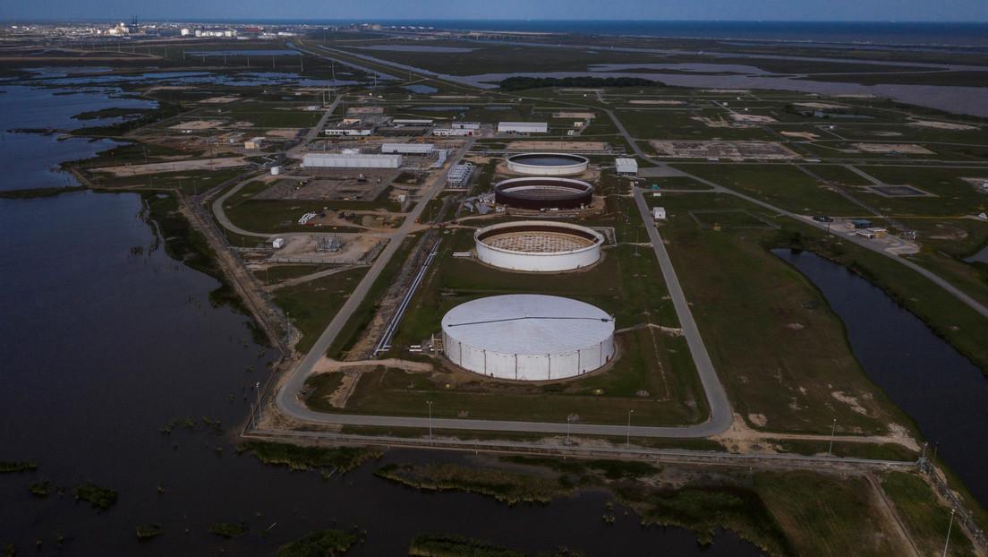 """EE.UU. podría almacenar """"varios cientos de millones de barriles más"""" del crudo que no tiene demanda"""