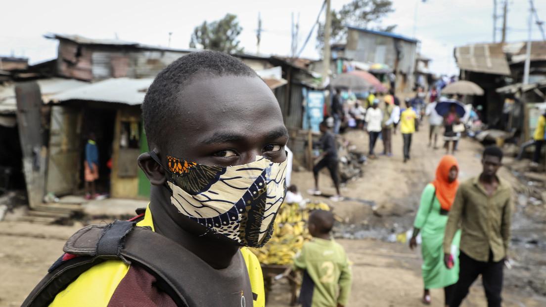 """Inhalaciones de vapor y coñac para """"desinfectar la garganta"""": cómo la desinformación se propaga en África junto al covid-19 (incluso a nivel oficial)"""