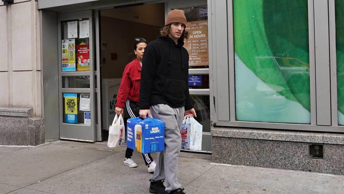 Estados Unidos sufre la peor caída en el gasto del consumidor desde 1959