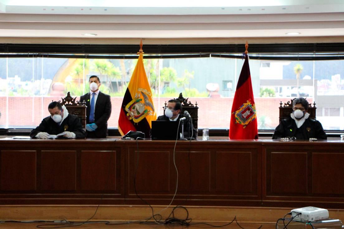 Tribunal durante la lectura de la sentencia en el Caso Sobornos, Quito, 7 de abril de 2020.