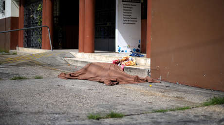 Ataúdes de cartón para los cadáveres hacinados: Ecuador afronta la crisis del coronavirus con las morgues desboradas