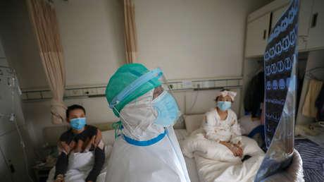 Científicos chinos revelan quién es más susceptible de convertirse en víctima del coronavirus