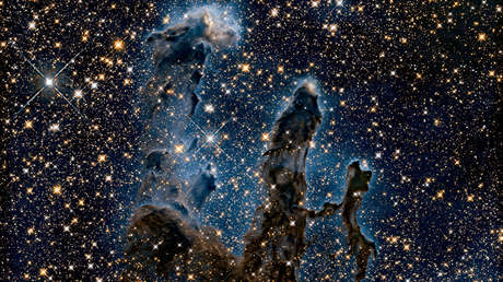 Una nueva imagen de los icónicos Pilares de la Creación revela un impresionante caleidoscopio de estrellas recién nacidas