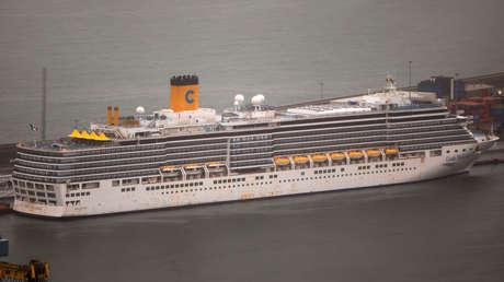 Casi 170 españoles desembarcan en Barcelona tras más de un mes confinados en un crucero