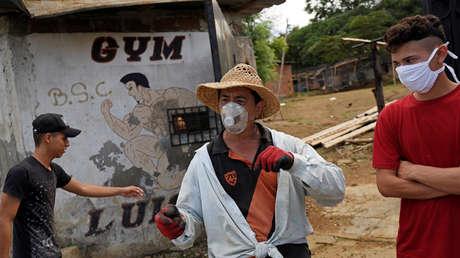 VIDEO: Residentes de Guayaquil se quejan por la pestilencia proveniente de un cementerio en medio del brote del coronavirus