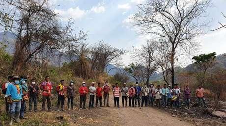 Indígenas yukpa en Colombia se ponen en cadena humana para impedir el ingreso a sus territorios por temor al coronavirus