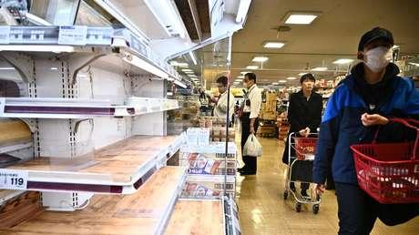 """Un alcalde japonés crea polémica al decir que los hombres deberían ir de compras durante la pandemia porque las mujeres """"se toman mucho tiempo"""""""
