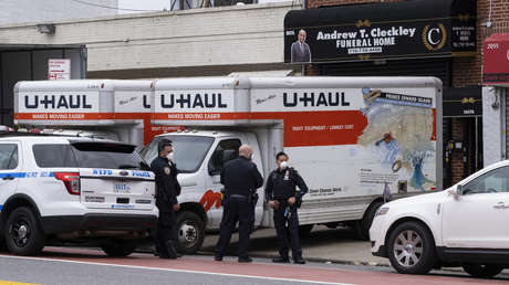 Hallan camiones con decenas de cadáveres en estado de descomposición cerca de una funeraria de Nueva York