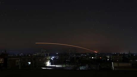 Reportan que helicópteros israelíes disparan misiles contra sitios militares sirios