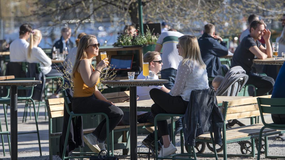 """Epidemiólogo jefe de Suecia no está """"convencido"""" de la estrategia del país contra el coronavirus - RT"""
