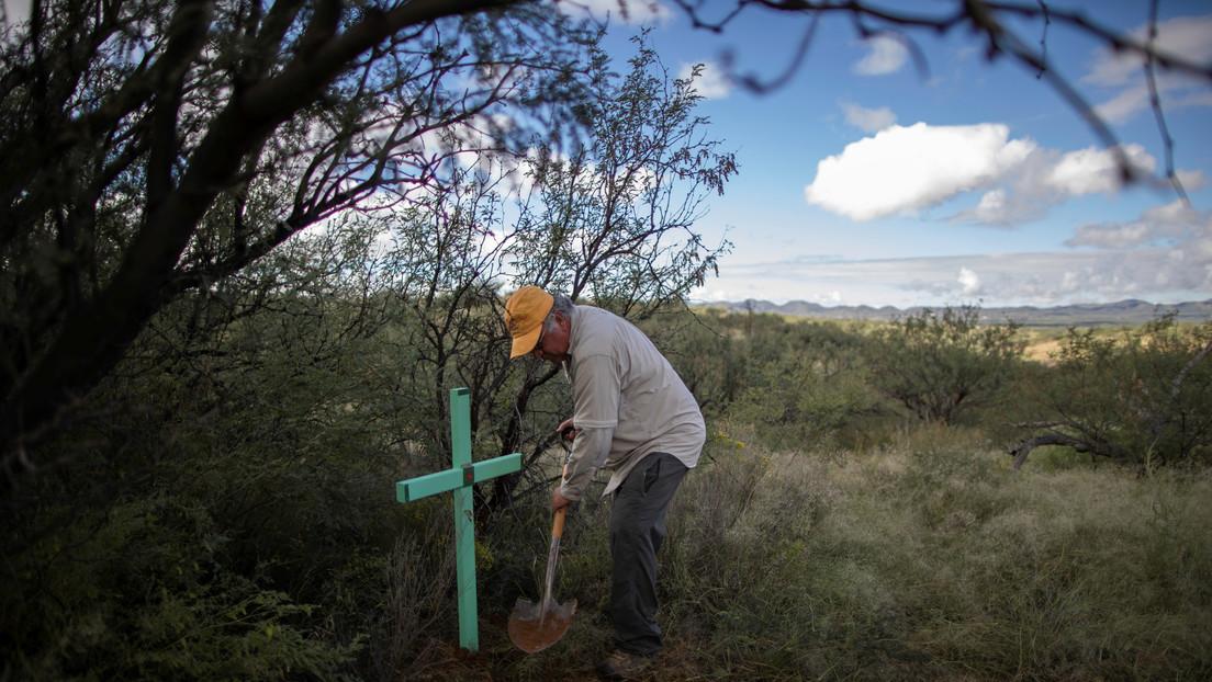 Encontrar restos y devolverles el nombre: Así es la labor de Armadillos, el grupo de búsqueda de migrantes desaparecidos en el desierto de Arizona