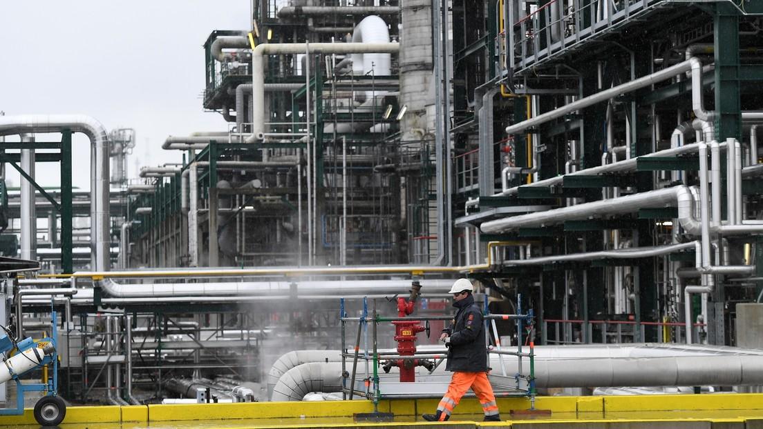El precio del petróleo Brent sube a más de 31 dólares por barril por primera vez desde el pasado 14 de abril