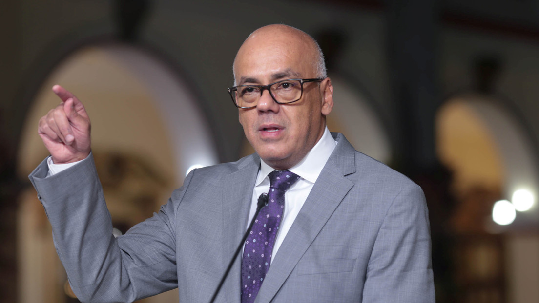 Ministro de Comunicación de Venezuela muestra nuevas pruebas que vinculan a Colombia con el intento fallido de incursión