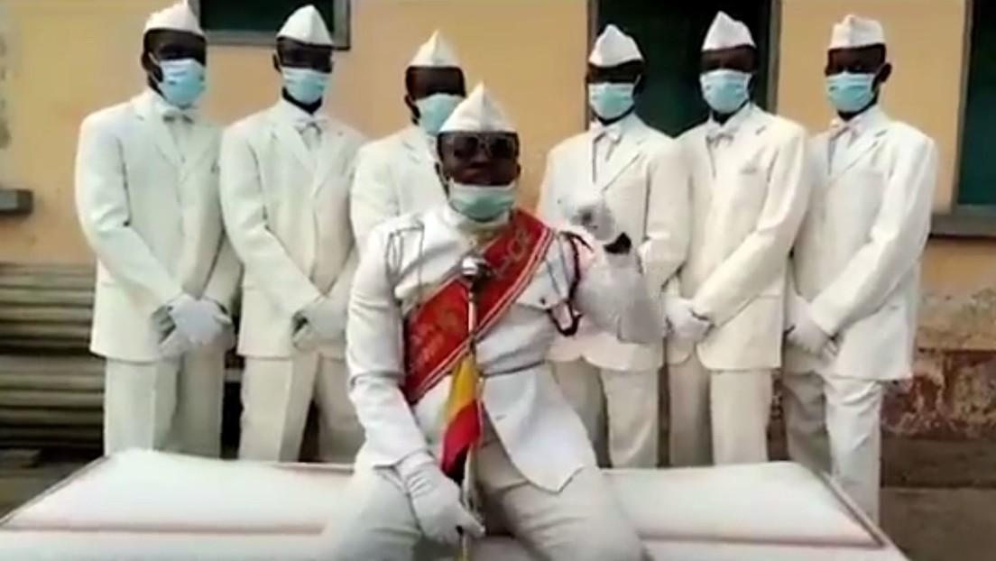 VIDEO: Los protagonistas del famoso meme que bailan con un ataúd agradecen la labor del personal sanitario durante la pandemia