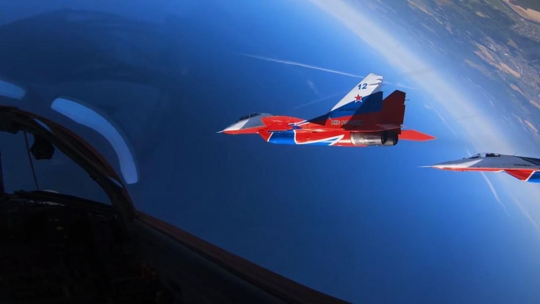 Un vertiginoso video desde la cabina de un MiG-29 permite meterse en la piel de los pilotos de los Strizhí, el famoso grupo ruso de acrobacia aérea