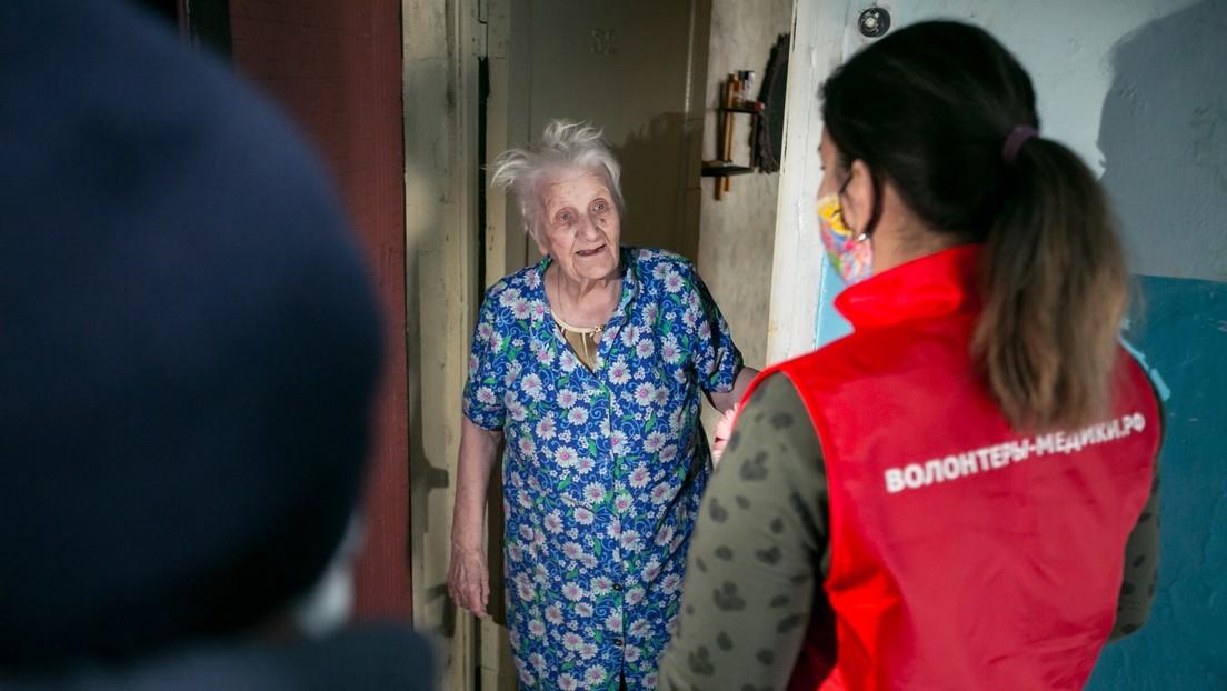 Voluntarios ayudan a los más vulnerables a superar el confinamiento en Rusia