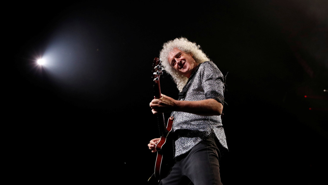 Brian May, guitarist for Queen, hospitalized after destroying his gluteus maximus in an accident in his home garden thumbnail