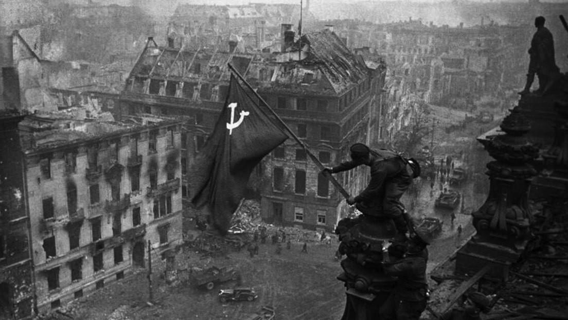 Facebook elimina publicaciones con la icónica imagen de la Bandera de la Victoria sobre el Reichstag