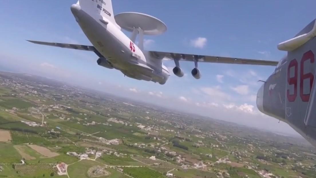 VIDEO: Aviación rusa realiza un desfile aéreo en Siria por el Día de la Victoria y uno de los aviones lo graba con una GoPro