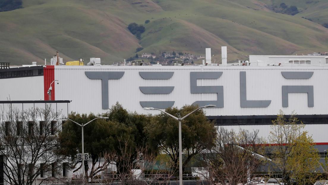 Musk quiere trasladar la sede de Tesla de California, mientras la empresa demanda a un condado por restricciones por la pandemia y reanuda su trabajo
