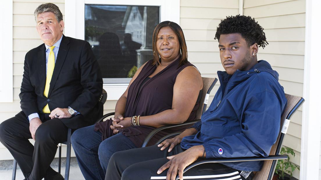 Un policía de EE.UU., acusado de allanar la casa de una familia afroamericana junto con un grupo armado