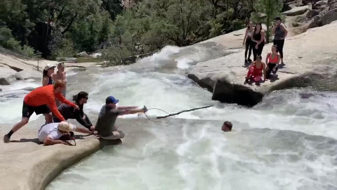 VIDEO: Policía fuera de servicio rescata a un excursionista atrapado en un caudaloso río en EE.UU.