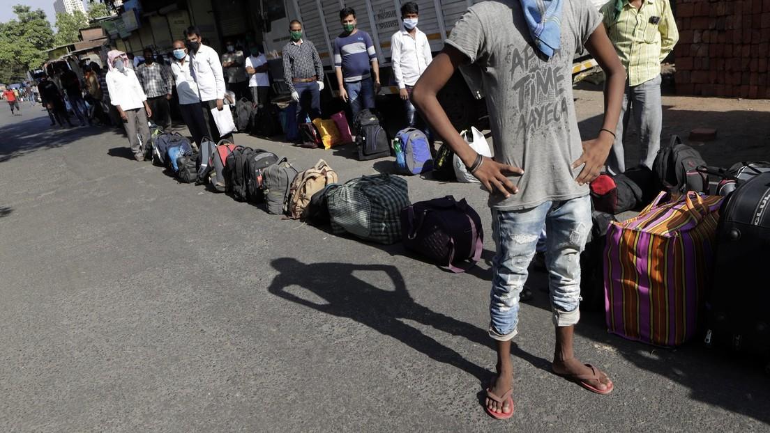 Polémica en la India tras la difusión de imágenes de cadáveres junto a enfermos de covid-19 en hospitales