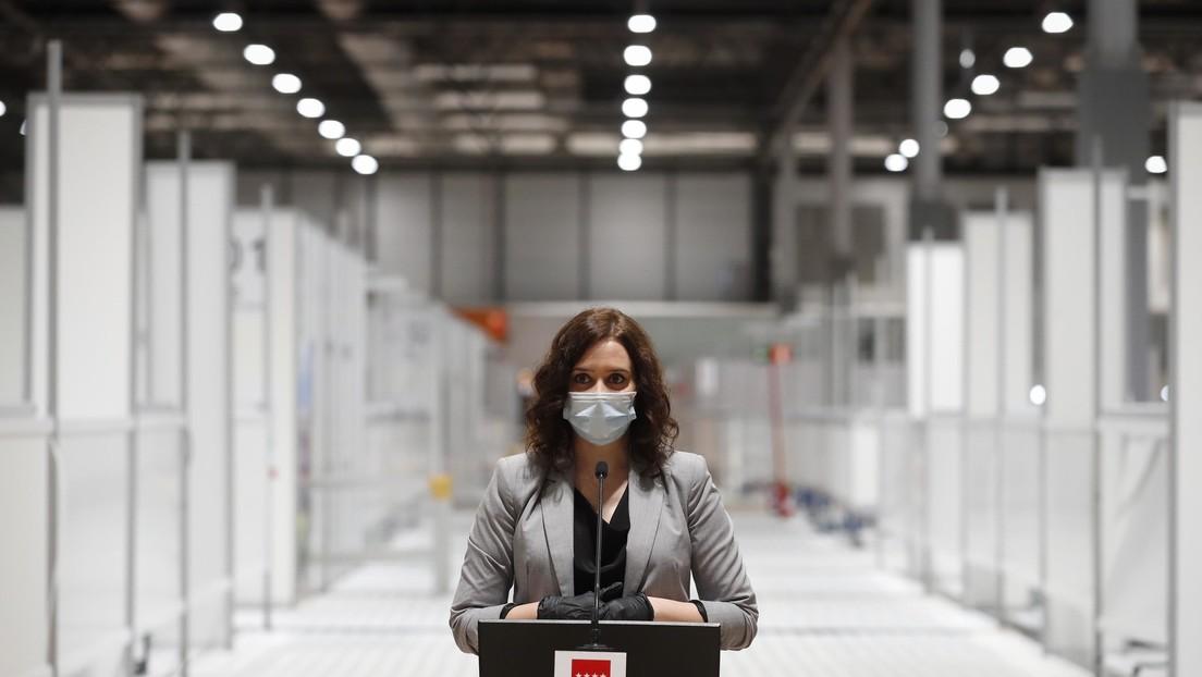Una foto de la presidenta de Madrid inspira una avalancha de memes y agudiza la crítica sobre su gestión del coronavirus